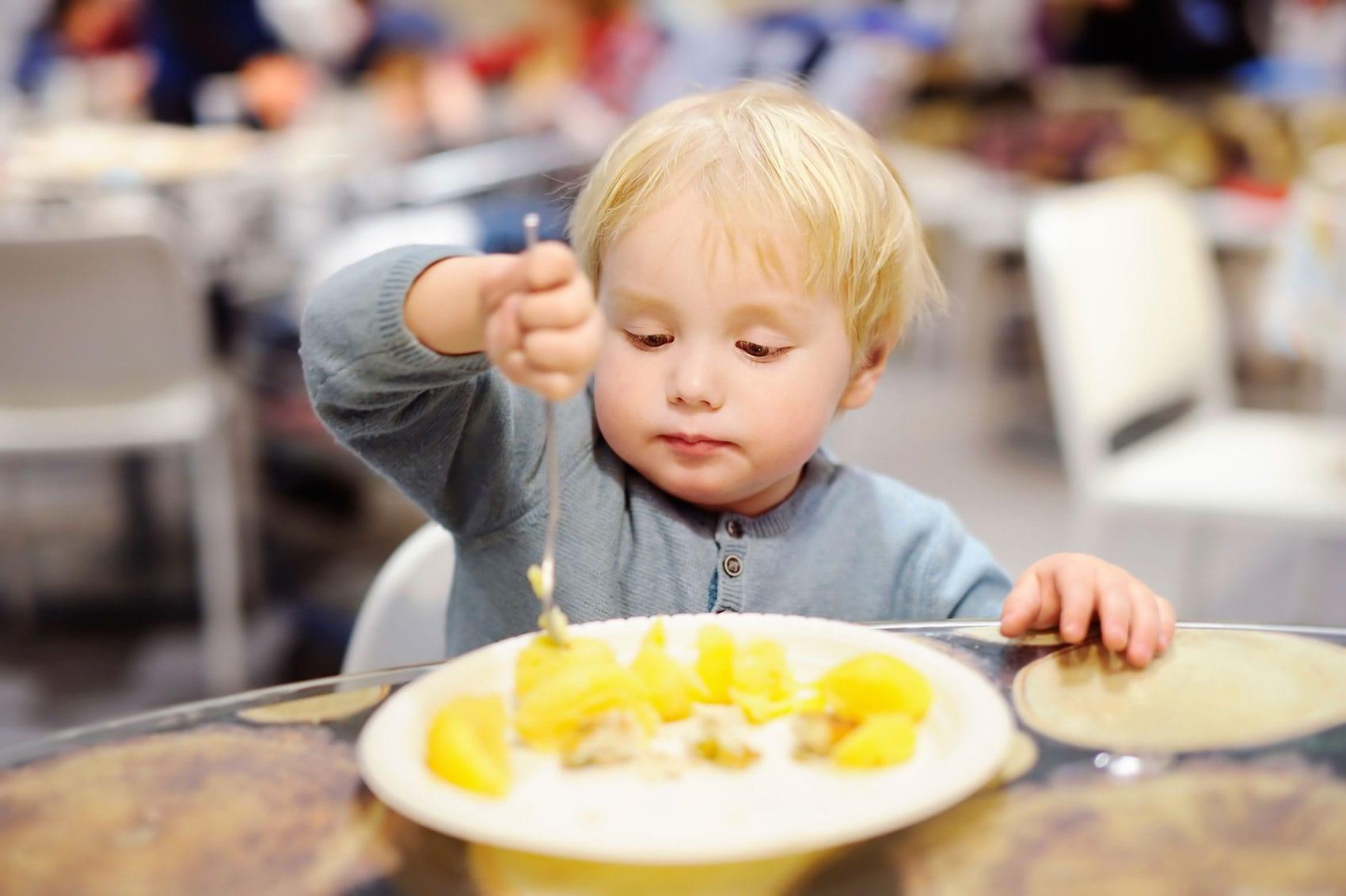 toddler_boy_eating.jpg?h=1132&w=1700