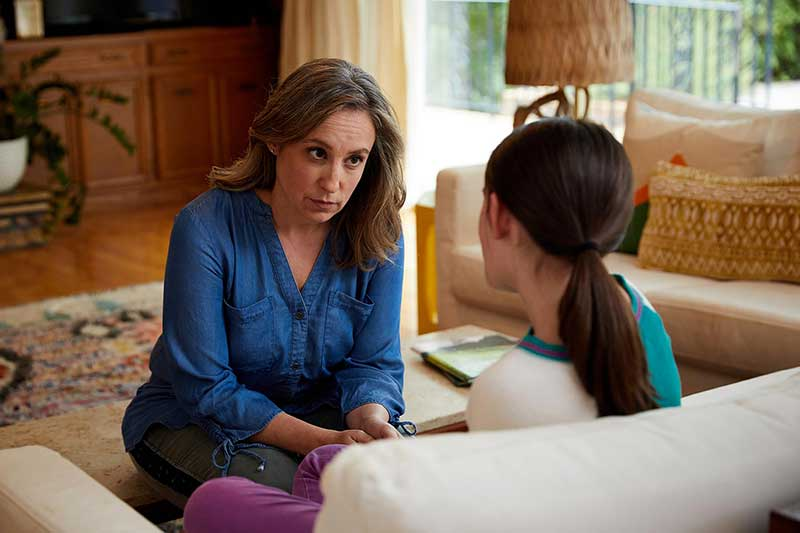 mom having serious conversation with daughter